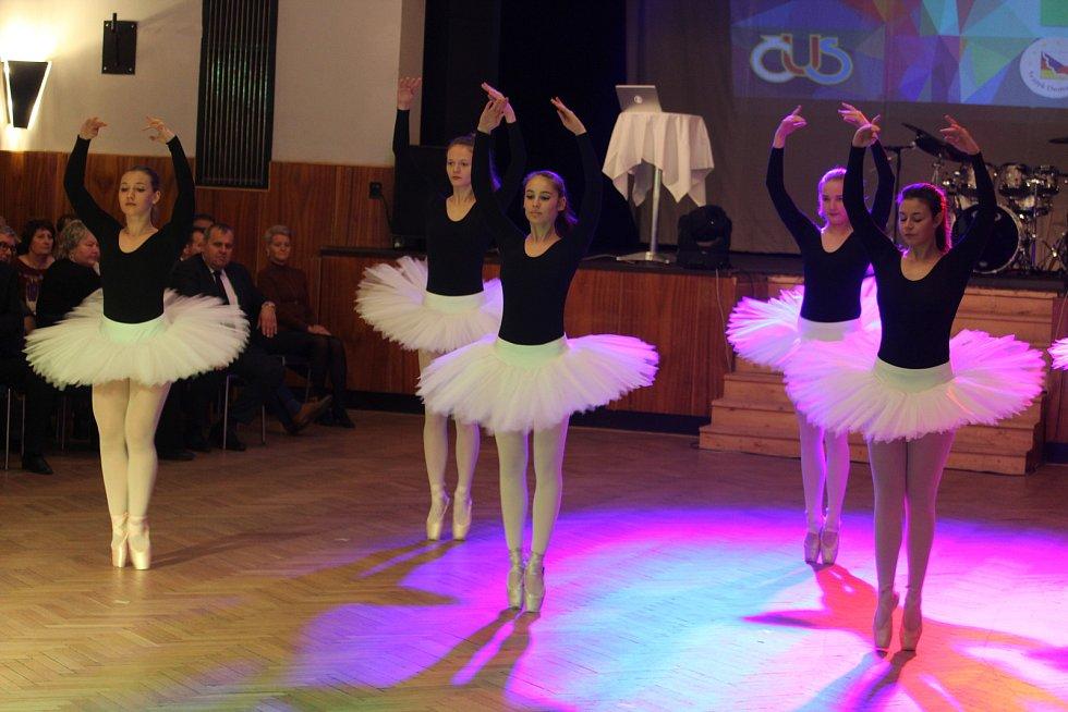 Slavnostní večer zpestřilo i vystoupení taneční skupiny Venduly Brettschneiderové.