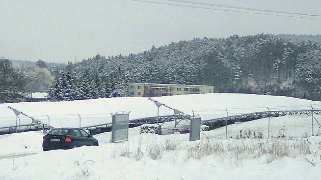 Pod sněhovou pokrývkou solární panely nefungují.
