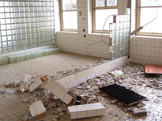 Objekt staré nemocnice se stal mnohokrát cílem vandalů.