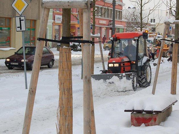 Zimní údržba v ulicích. Ilustrativní foto.