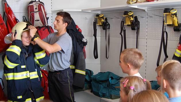 Návštěva dětí u domažlických hasičů