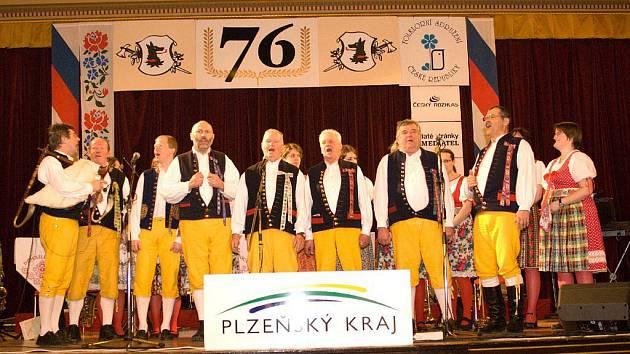 Haltravan při vystoupení na pódiu Národního domu v Praze.