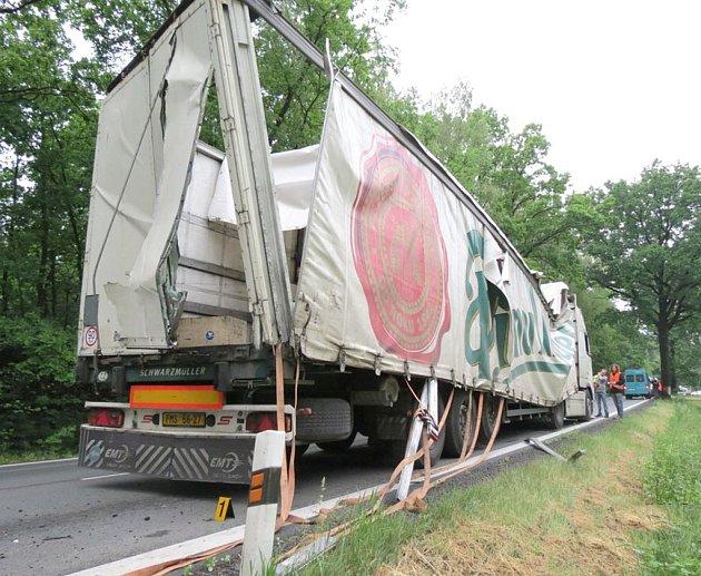Kromě samotného Volva byl poškozen i přepravovaný náklad na návěsu nákladního auta.