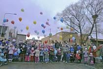 Vypouštění balónků v Koutě na Šumavě.