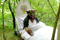 Vlk převlečený za babičku byl jednou ze zastávek na cestě Pohádkovým lesem.