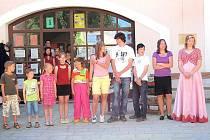 Deset žáků poběžovické školy bylo oceněno v prvním ročníku ankety Borec 2010. Hodnocení probíhalo v pěti kategoriích – sportovec, šikulka, slavíček, všeználek a spolehlivý pomocník.