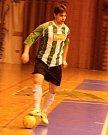 Další bitva Ajaxu Staňkov. Futsalový taneček předvádí holýšovský Jan Procházka.