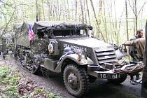 Při oslavách osvobození Hostouně a Bělé by měl být v koloně i polopásový obrněný transportér M3 Half Track.