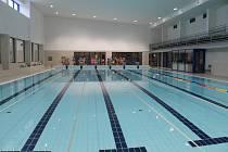 Již v úterý 26. listopadu od 13 hodin se po přibližně deseti měsících opět otevřenou pro veřejnost dveře v domažlickém bazénu.
