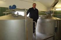 V Koutském pivovaru se vaří pivo podle dvě stě let starých receptur. Sládkem je zde Bohuslav Hlavsa, který se svému řemeslu věnuje už od roku 1969.