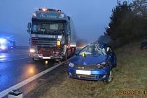 Nejtragičtější nehodou v 1. pololetí byl střet fabie s kamionem u Folmavy.