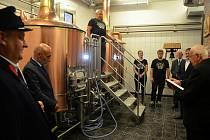První várka domažlického piva v domažlickém pivovaru.
