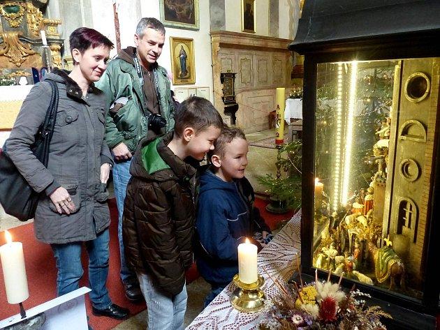 Do kostela Všech svatých v Horšově chodili lidé za unikátním betlémem s čerty i pro Betlémské světlo.
