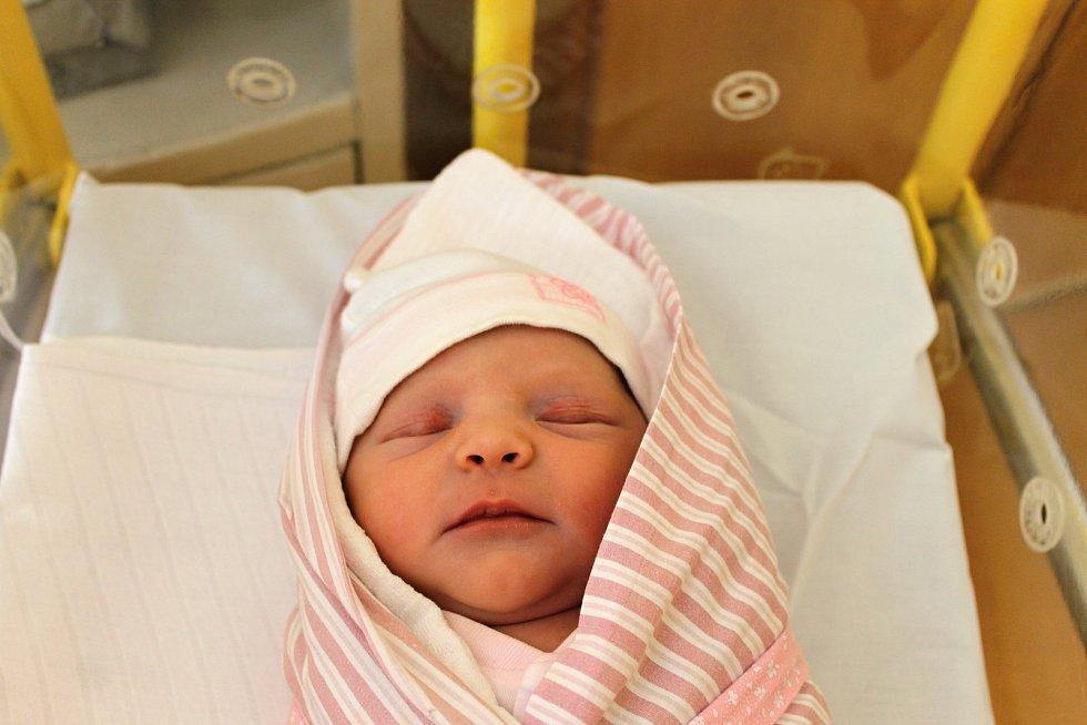 Karolína Jouzková z Radonic senarodila v domažlické porodnici 4. dubna v 05:30. Její váha byla 3 330 gramů a míra 49 centimetrů.