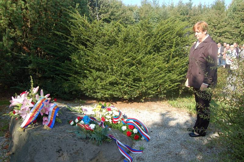 Ze sobotního vzpomínkového aktu u všerubského památníku.