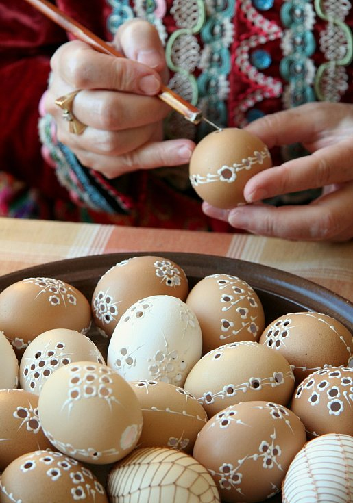 Zdobení vajec také pomocí drátkování.