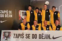 SKORO ŠEST SET družstev se hlásilo do Nike City Cupu, turnaje v malé kopané. Týnský Maxim Team skončil v Praze pátý.