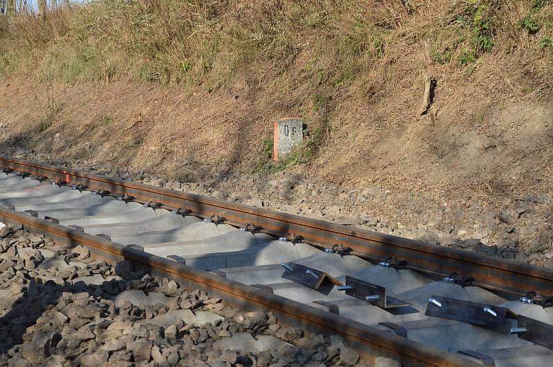 Montáž železničního svršku.