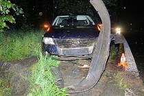 Řidička dostala na mokrém povrchu smyk.