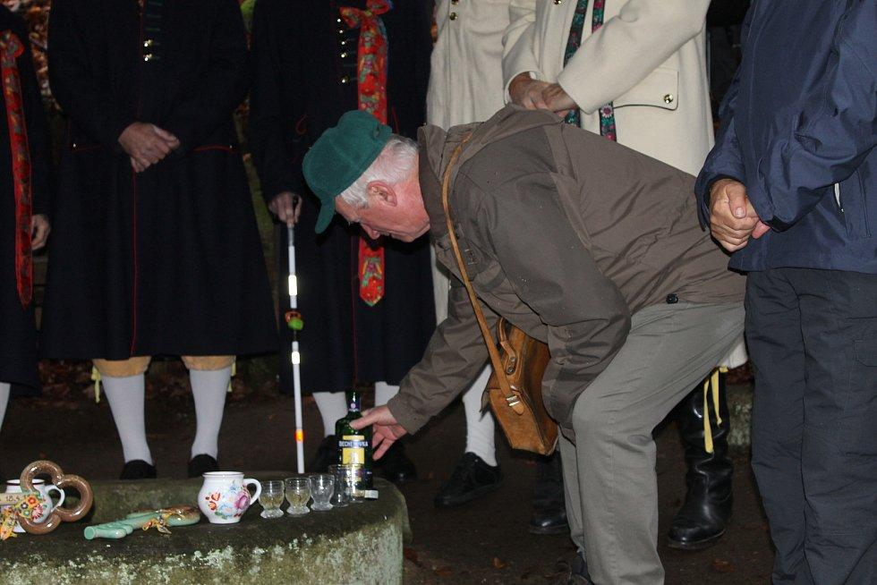 Opět bez vody byla Česká studánka, kterou turisté v sobotu 9. listopadu symbolicky zamkli.