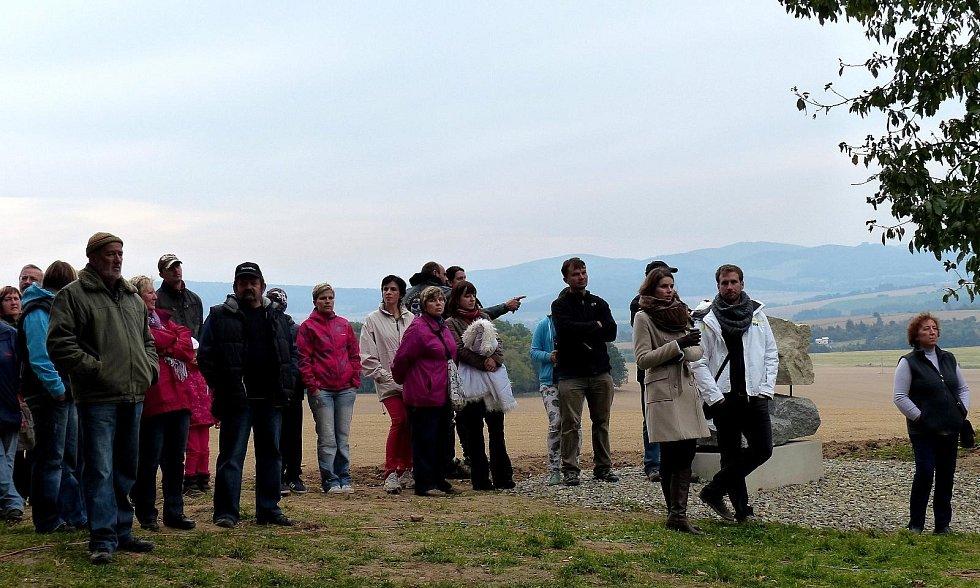 Ze slavnostního otevření Sochařské stezky na Baldov.