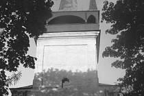 ROZHLEDNA SAMOTNÁ. Roku 1828 sloužil v kapli patřící k rozhledně Josef Dobrovský památnou staroslovanskou mši.