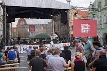 Letošní ročník festivalu Bohemia Jazz Fest se konal v sobotu. Náměstím se nesla příjemná jazzová hudba.
