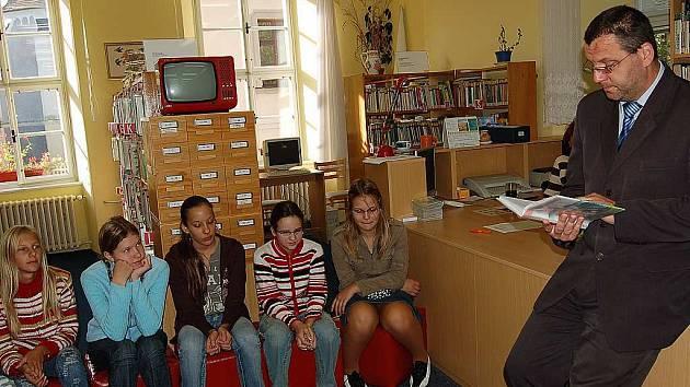 V rámci zahájení týdne knihoven  předčítal i domažlický starosta Miroslav Mach