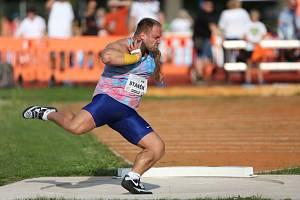 Rekordní zápis do historie Hvězdného házení přidal i nejlepší český koulař současnosti Tomáš Staněk výkonem 21,67 metru.Foto: Robert Balcar.