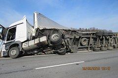 Havárie kamionu u Horšovského Týna