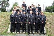 Policisté dostali medaile za věrnost.