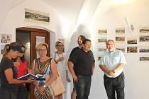 Návštěvníci porovnávali město z pohlednic se současnou podobou.