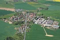 Letecký pohled na Draženov z roku 2007.