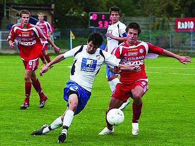 Kamil Staněk (vlevo) na dobovém snímku v dresu Viktorie Plzeň při tažení za titulem v dorostenecké lize.
