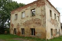 Ruina bývalé školy v Maxově.
