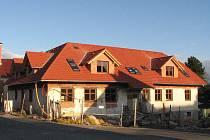 Újezdské školní zařízení se mění na dům s byty.