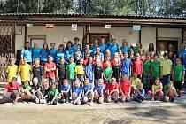 Účastníci pionýrského tábora v Újezdě.