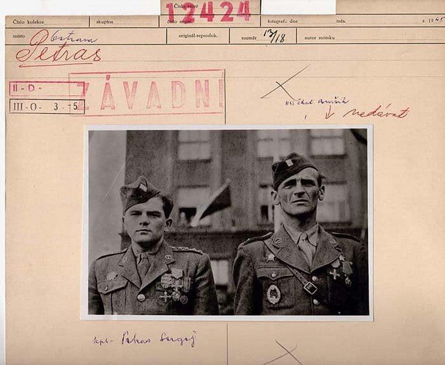 Po zatčení se komunistický režim stačil Josefa Buršíka vymazat z dějin. Všechny fotografie, na kterých figuroval, byly v archivech označeny výrazným razítkem Závadné.