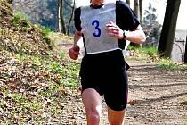 TOMÁŠ VEBER Z TATRANU CHODOV patří k nejlepším běžcům Domažlicka. Letos byl poosmé vyhlášen Běžcem Chodska, stal se také veteránským mistrem ČR v půlmaratonu. Snímek je z Běhu Škarmanem.