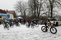 Vítězství na letošním 9. ročníku Ledového kafe obhájil Tomáš Kozák ze stáje BikePlzeň.cz. Do cíle náročného cyklistického závodu dorazilo 37 bikerů a jedna odvážná žena.