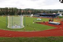 ZAŽIJE DRUHOU LIGU? Aby se na Střelnici od podzimu hrála druhá fotbalová liga, musí se prodloužit hrací plocha o pět metrů. Stadion je v majetku města, klub se musí dohodnout i s atlety.