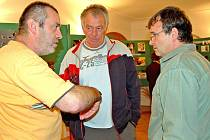 O snímcích hovořili (zleva) Ladislav Vogeltanz st., Bohumil Mášek a Petr Lang.