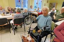 Koncert pěveckého ženského sboru potěšil seniory v domově.