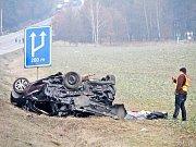 Nehoda osobního auta a kamionu u Holýšova.