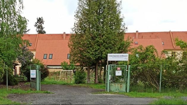 Naposledy objekt používala veterinární stanice. Teď se sem nastěhuje chráněná dílna.