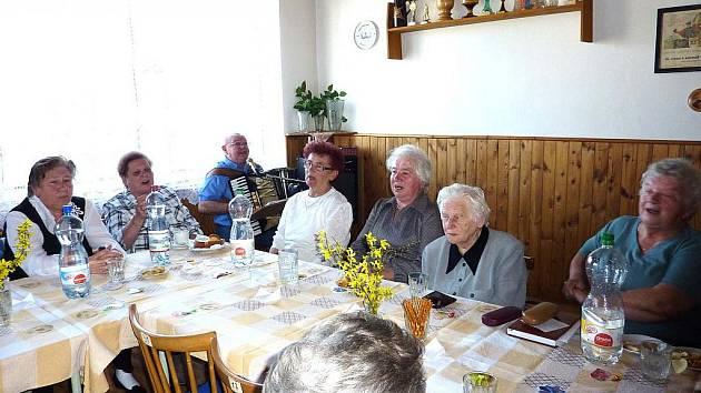 Z akce Klubu důchodců Bělá nad Radbuzou pro tamní seniory.