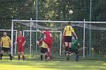 Fotbalisté Hlohové (ve žlutém) doma porazili poslední Osvračín B 4:1.