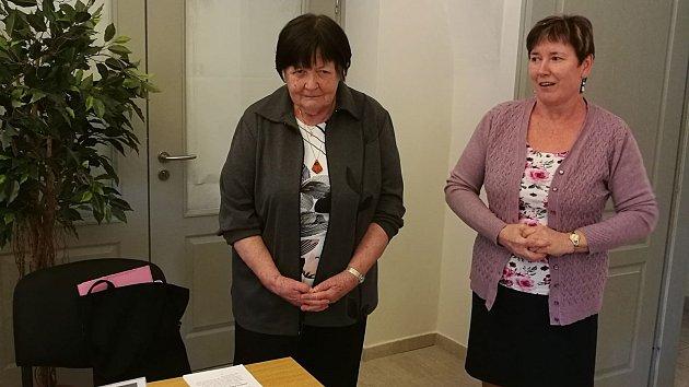 Věra Závacká (vlevo).