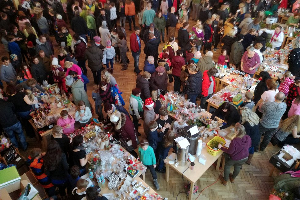 V neděli 2. prosince se v holýšovském kulturním domě konal vánoční jarmark ZŠ.