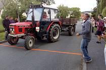 Z akce Couvání traktorů s vlekem v Libkově.